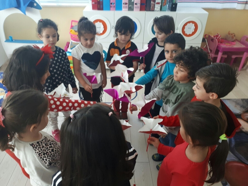 Minik Gönüllerden Çiçekler | İstanbul Pendik İlkokulu ve Ortaokul...