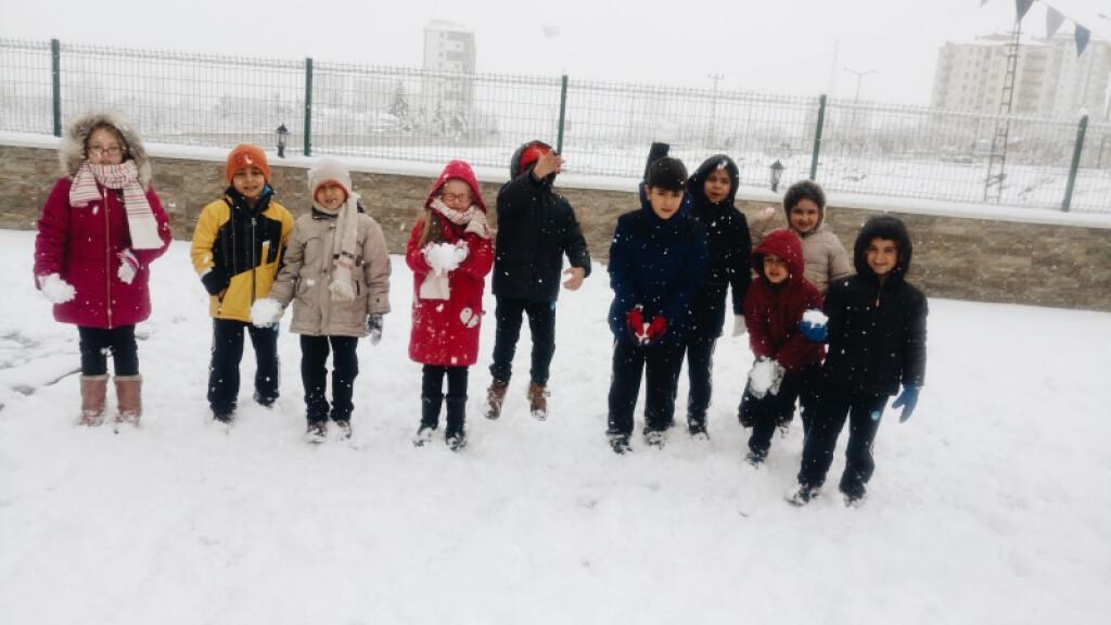 Çocukların Kar Sevinci | Kayseri Konaklar İlkokulu ve Ortaokulu |...