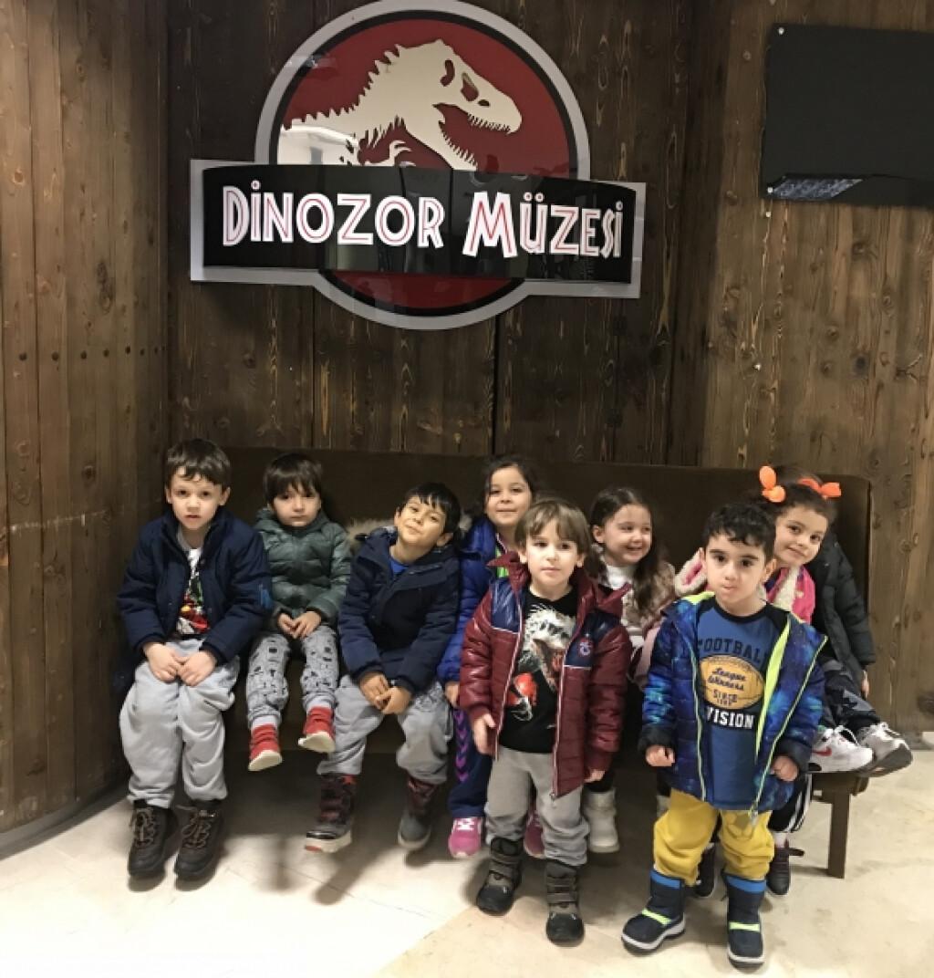 Sevimli Kuzular Dinozor Müzesinde | İstanbul Pendik İlkokulu ve O...