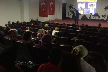Erciyes Üniversitesi Eğitim Fakültesi Öğretim Üyesi Yrd. Doç. Dr. Habib Hamurcu'nun Seminerinden Kareler.