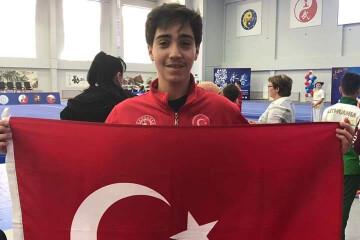 Esat Ömer Ay Avrupa'da   İstanbul Pendik İlkokulu ve Ortaokulu  ...